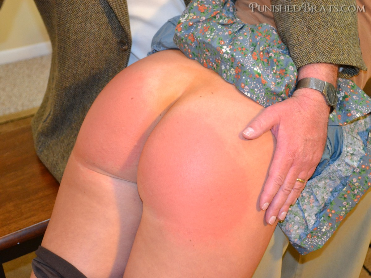 lily anna spanked ass at punishedbrats.com